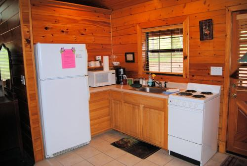 Cabin Fever Resort - Eureka Springs, AR 72631
