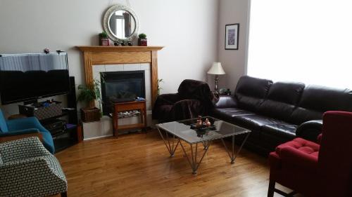 Homestay Greenboro - Ottawa, ON K1T 0H7
