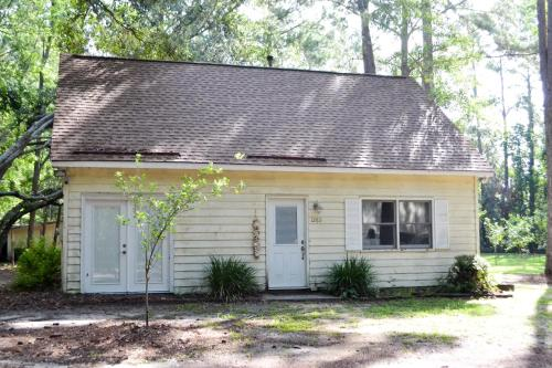 Quiet Coastal Home - Richmond Hill, GA 31324