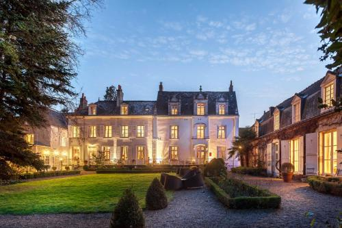 27 Rue Rabelais, 37400 Amboise, France.