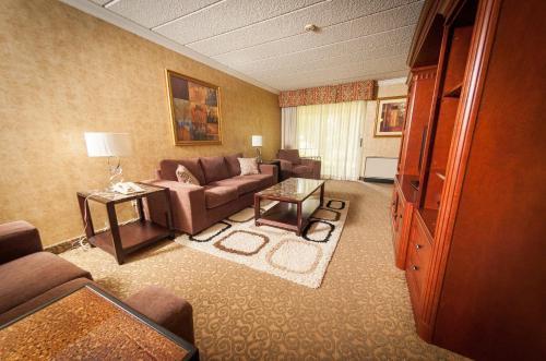 Sunbridge Hotel & Conference Centre Photo