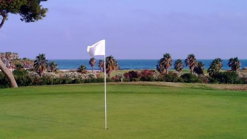 WEINBAUM Golf and sea impression
