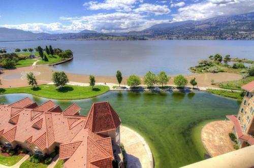Sunset Waterfront Resort - Kelowna, BC V1Y 9W7