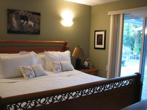 Knight Owl Bed And Breakfast - Qualicum Beach, BC V9K 1G2