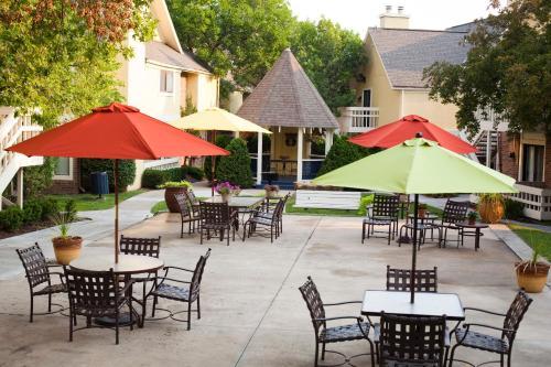 Cloverleaf Suites Overland Park