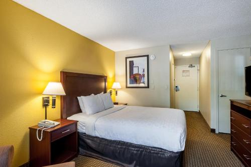 Clarion Hotel Seatac Photo
