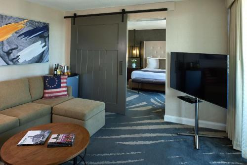 Revere Hotel Boston Common Photo
