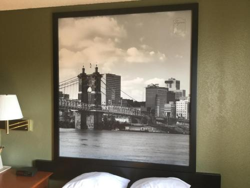 Super 8 Youngstown Photo