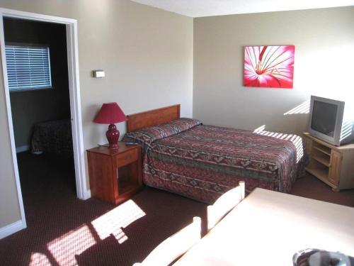Beach Grove Motel Photo