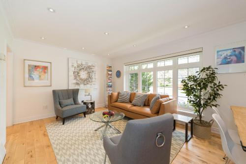 Urban Retreat With Private Outdoor Oasis - Etobicoke, ON M9W 2Y8