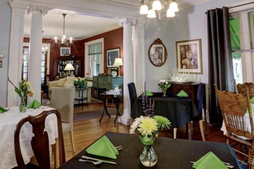 Olde Square Inn Bed And Breakfast - Mount Joy, PA 17552