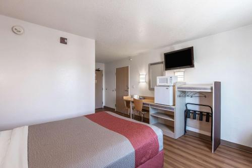 Motel 6 Junction City Photo