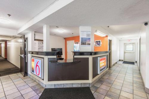 Motel 6 Lawrence - Lawrence, KS 66044