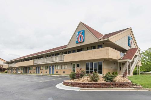 Motel 6 Overland Park - Overland Park, KS 66211