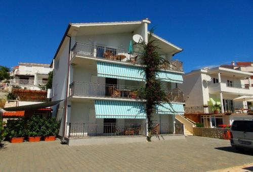 Apartment in Okrug Gornji with 1