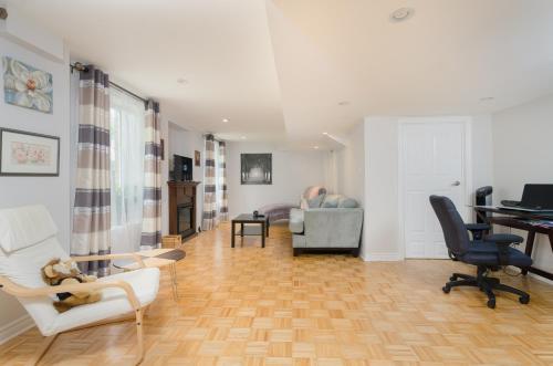 Apartment On Ravine @toronto - Vaughan, ON L4K 5L9
