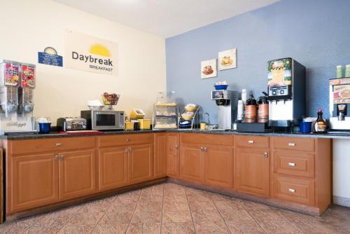 Days Inn By Wyndham Mankato - Mankato, MN 56002