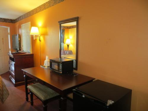 Americas Best Value Inn Ozark - Ozark, AR 72949