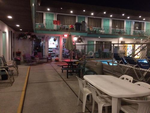 Crystal Sands Motel - Wildwood, NJ 08260