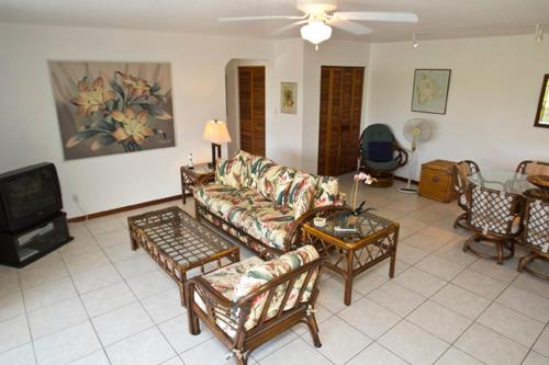 Kahaluu Bay Villas#201 - Two Bedroom Condo