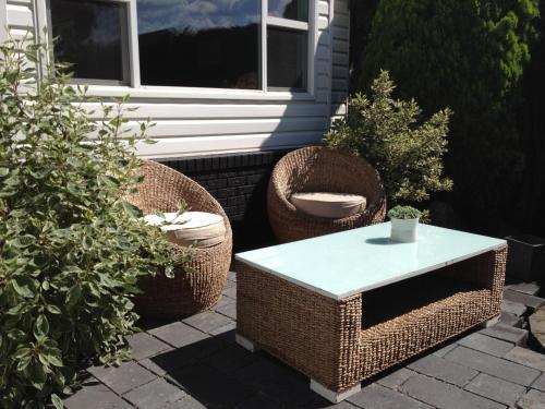 Serenity Stay Bed & Breakfast - Kelowna, BC V1W 3G7