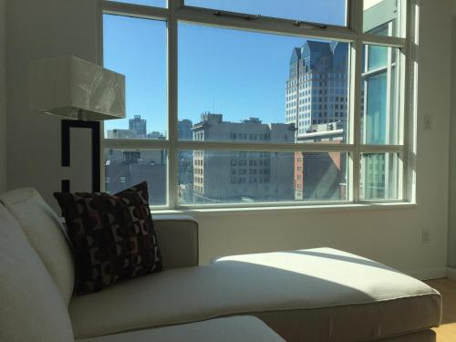 Downtown Living - Vancouver, BC V6B 6H4