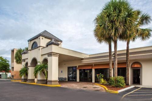 Days Inn & Suites By Wyndham Orlando Airport - Orlando, FL 32809