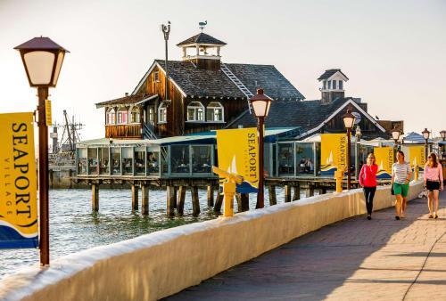 Best Western Plus Bayside Inn Photo