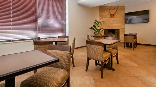 Best Western Paradise Inn - Savoy, IL 61874