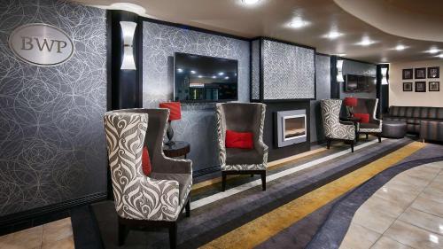 Best Western Premier Crown Chase Inn & Suites Photo
