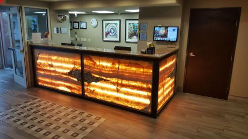 Best Western Airport Inn & Suites Oakland Photo