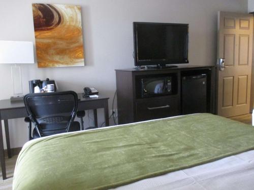 Best Western Harvest Inn & Suites - Grand Forks, ND 58201