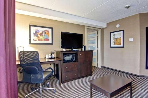 Best Western Plus Toronto North York Hotel & Suites photo 26