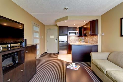 Best Western Plus Toronto North York Hotel & Suites photo 27