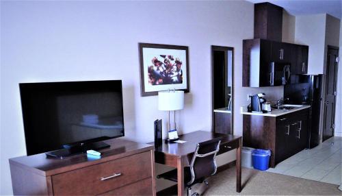 Best Western Plus Kindersley Hotel Photo