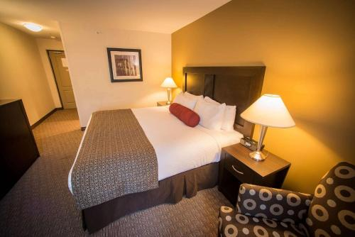 Best Western Plus Baker Street Inn & Convention Center Photo