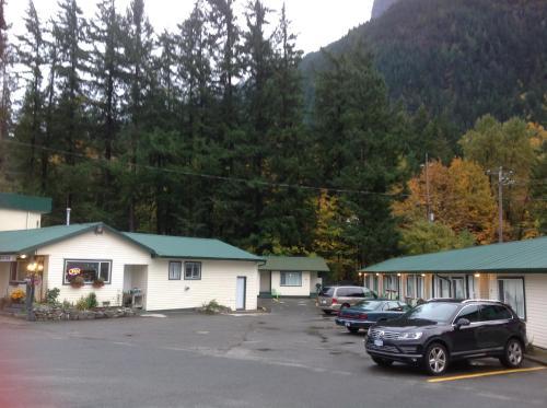 Coquihalla Motel - Hope, BC V0X 1L4