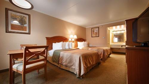 Best Western PLUS Revere Inn & Suites Photo