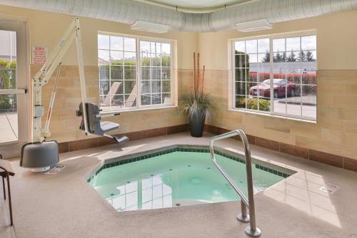 Best Western Plus Mountain View Auburn Inn - Auburn, WA 98001