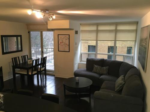 Cozy 2 Bedroom In Toronto - Toronto, ON M4V 1M1