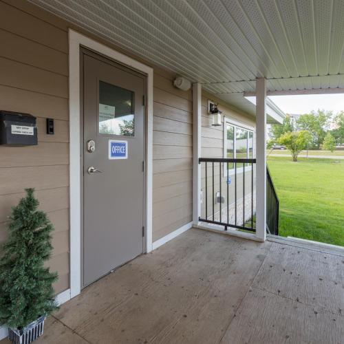 Sunrise Inn & Suites - Fort Nelson, BC V0C 1R0