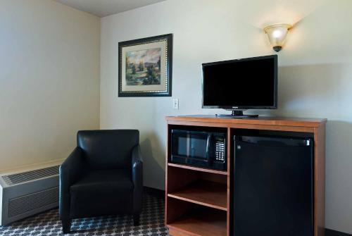 Oxford Suites Yakima - Yakima, WA 98901