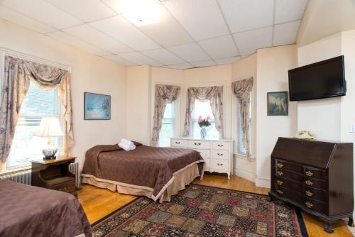 The Farrington Inn Photo