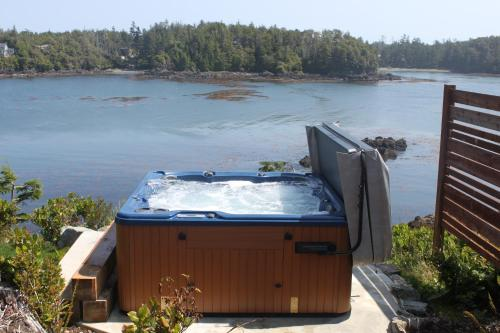 Cygnet Cove Suites - Ucluelet, BC V0R 3A0