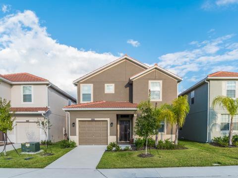 Majesty Palm Road 9004 - Kissimmee, FL 34741
