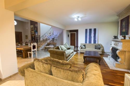 Sunshine Luxury House