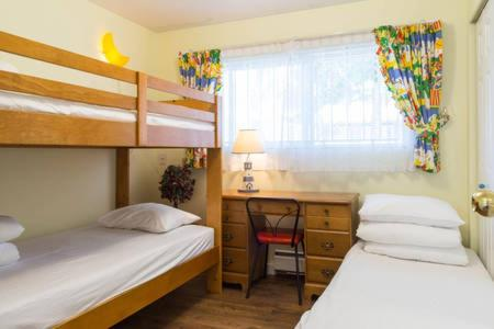 Vancouver Garden Family Suite - Vancouver, BC V5S 3T7