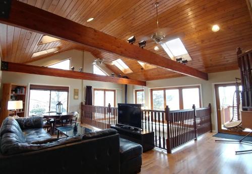 Miller Beach Dream Retreat: Main House - Gary, IN 46403