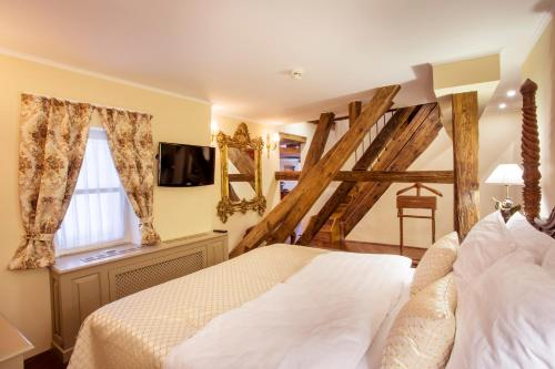 The Iron Gate Hotel & Suites - 9 of 102