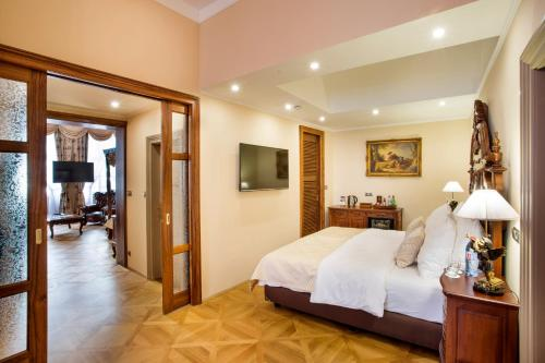 The Iron Gate Hotel & Suites - 36 of 102